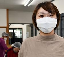 小杉織物が商品化した絹マスク=福井県坂井市丸岡町猪爪