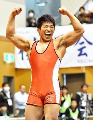 大学レスリング、白井勝太が頂点