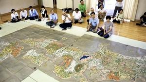 宿泊のお礼として杉本家に残る巨大な日本地図=福井県大野市木本集落センター