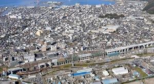 北陸新幹線敦賀駅(手前)=2020年12月、福井県敦賀市(福井新聞社ヘリから撮影)