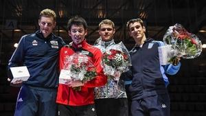 W杯通算3勝目を挙げ、表彰台で笑顔の見延和靖(左から2人目)=スイス(日本フェンシング協会・Augusto Bizzi/FIE提供)