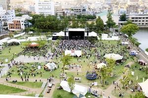 2日間で約1万人の聴衆が訪れたワンパークフェスティバル=7月7日、福井県の福井市中央公園