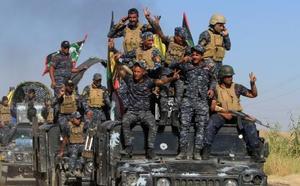 17日、イラク・キルクーク郊外のイラク軍部隊(ロイター=共同)