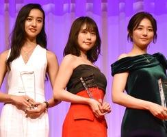 『第31回 日本ジュエリー ベストドレッサー賞』を受賞した(左から)Koki,、有村架純、木村文乃 (C)ORICON NewS inc.