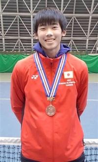 片山(敦賀気比高)3位 全国大会表彰台 県勢高校男子で初 Jr.五輪杯全日本選抜室内