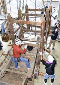 山車40年ぶり解体 「唐仁橋」 寸法、部材を調査 敦賀市無形文化財指定へ