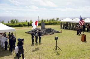 硫黄島で開かれた日米合同の慰霊式=24日、東京都小笠原村(代表撮影)
