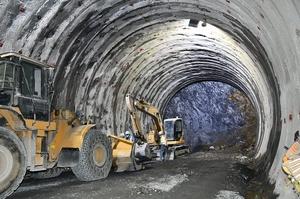 掘削が進む北陸新幹線の深山トンネル=2019年12月、福井県敦賀市