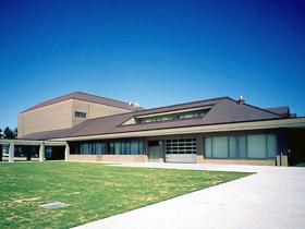 図書館とホールの複合施設