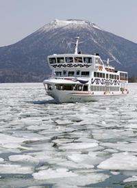 氷割り春の航路、北海道の阿寒湖