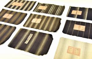 石田縞の製品見本。学校ごとに縞模様はさまざまだ(福井県鯖江市まなべの館蔵)