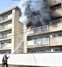 市営住宅で火災、女性1人死亡