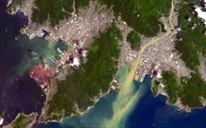 米地質調査所の観測衛星が9日に撮影した、広島県呉市周辺の様子(米地質調査所・広島大提供)