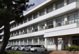 男子生徒が自殺した福井県池田町の池田中学校=同町稲荷