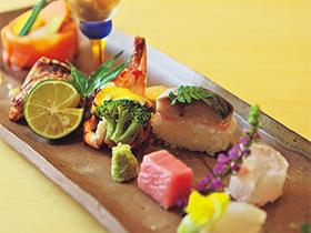 カウンターで季節を感じ旬を味わう、浜町らしい大人の美食時間
