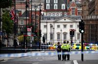 英議事堂前で車突っ込み3人負傷
