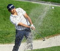 ゴルフ、松山は67で17位浮上