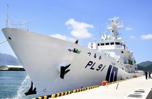 敦賀港に入港した敦賀海上保安部の大型巡視船「つるが」=5月29日