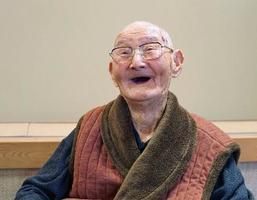 新潟県上越市に住む111歳の渡辺智哲さん(介護老人保健施設「保倉の里」提供)