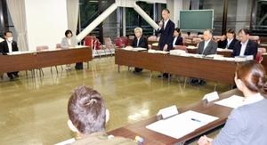 福井県勝山市内3中学校の再編について議論を再開した検討委=5月24日夜、市教育会館