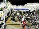 フェリーで北海道へ、夜の港に行列