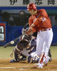 激動だった野球人生 元広島内野手の新井貴浩氏 名球会リレーコラム(52)
