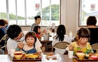 お寺が「食堂」 笑顔咲く あわら・吉崎西別院 プレオープンに40人 子どもや市内外住民も