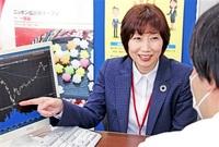 ますも証券(福井市) 坂井支店長 川上多恵子さん(58) こまやか対応で 顧客に株式助言 輝く女性リーダー