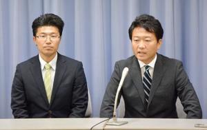 民進党静岡県連に離党届を提出し、「希望の党」からの出馬を表明する松尾勉氏(左)と田中健氏=26日午後、静岡県庁