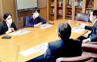 福井で働く魅力とは 県外学生ら市内9社ツアー