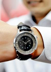 厚さ1ミリの輪、職人魂を時計に