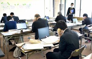 休業要請について問い合わせが殺到した県のコールセンター=4月24日、福井県庁