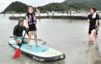 ビーチスポーツ高浜の海で満喫 体験会に児童ら50人