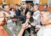 政治家の歩み 決意新た 新大野市長に石山氏 公約「精いっぱい進める」