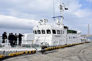 最新鋭の機器が配備された新「あさぎり」=2月13日、福井県坂井市の福井港