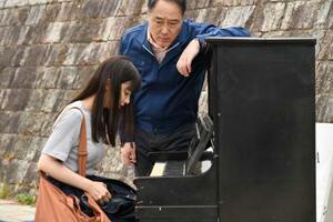 映画「おかあさんの被爆ピアノ」の一場面(2020映画「被爆ピアノ」製作委員会提供)