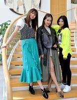 新生E-girlsの(左から)佐藤晴美さん、藤井夏恋さん、SAYAKAさん=福井新聞社