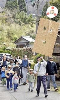 行幸模し無病願う 敦賀・気比神社春祭り 子どもら練り歩く 飾り掲げ掛け声 みんなで読もう