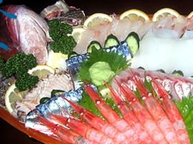 目の前の日本海でとれた旬の魚を豪快に味わってください