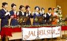 ハンドベルの音色県内3カ所で披露 JAL客室乗務員