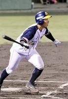 信濃―福井 6回福井2死二、三塁 片山雄哉が中前適時打を放ち2―4とする=松本市野球場