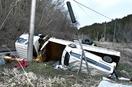 運搬車が横転、積載車内の女性死亡