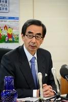 関西電力大飯原発3、4号機の再稼働に同意した福井県の西川一誠知事=27日、福井県庁