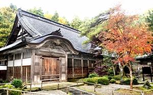 大規模な修理工事に取り掛かる大安禅寺の本堂=11月9日、福井県福井市田ノ谷町