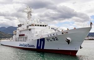 敦賀港に入港する県内2隻目の大型巡視船「えちぜん」=8月11日、福井県敦賀市の同港