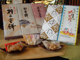 地元の牛乳、卵、米を使った和洋菓子などが180種類以上