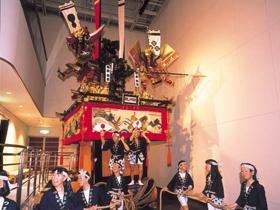敦賀最大のイベント「敦賀まつり」の山車を展示
