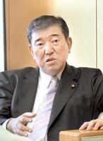 合区解消の必要性を語る石破茂衆院議員=26日、福井市の福井新聞社