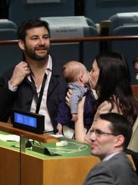 NZ首相、国連に3カ月の娘同伴