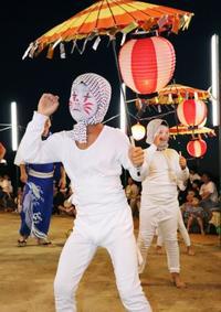 大分・姫島で「キツネ踊り」披露